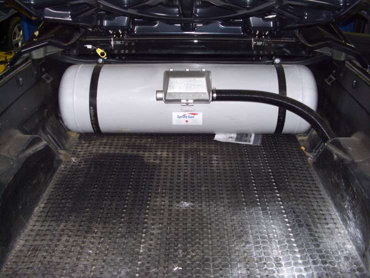 Sprintgas tank fitted to a ute